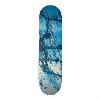 抽象的な青インクはファンキーでグランジなデザインをはね飛ばします スケートボード
