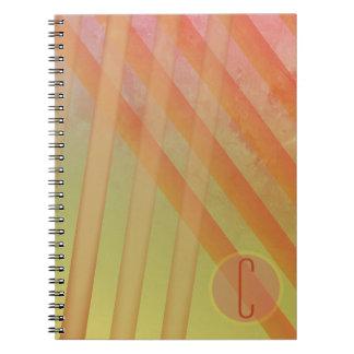 抽象芸術のストライプか黄色い及び暖かい色相かモノグラム ノートブック
