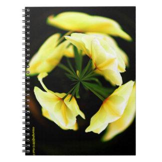 抽象芸術の花の写真のノート ノートブック
