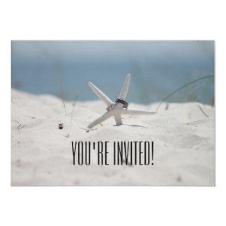 招待されましたのビーチ結婚式の招待状 カード