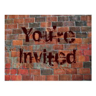招待されましたのレンガ壁 ポストカード