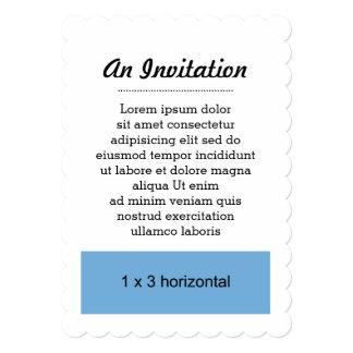 招待状によってスカラップで仕上げられる適当なテンプレート カード