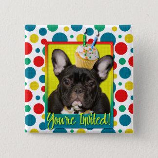 招待状のカップケーキの2歳児-フレンチ・ブルドッグ 5.1CM 正方形バッジ