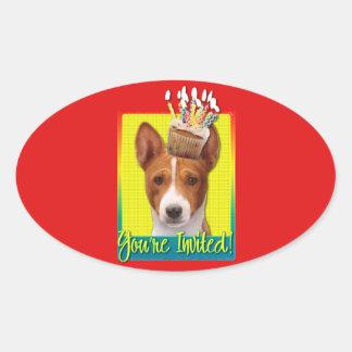 招待状のカップケーキ- Basenji 楕円形シール