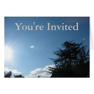 招待状の日光および木 カード