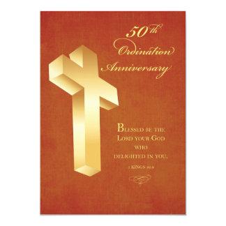 招待状第50の聖職授与式記念日の金ゴールドの十字 カード