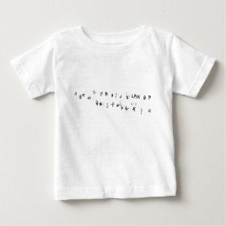 指紋のアルファベット ベビーTシャツ