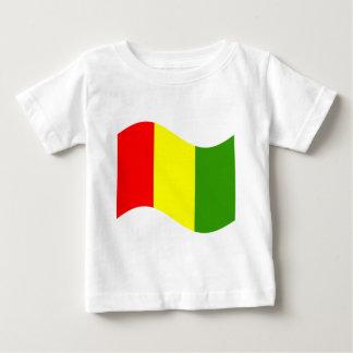 振るギニーの旗 ベビーTシャツ