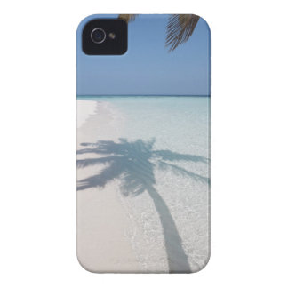 捨てられた島のビーチのヤシの木の影 Case-Mate iPhone 4 ケース