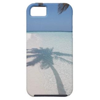 捨てられた島のビーチのヤシの木の影 iPhone SE/5/5s ケース