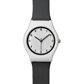 授業日の教室の時計の黒く及び白い腕時計 腕時計