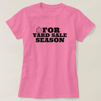 掘出物あさりをする人のヤードセールの季節のワイシャツの時間 Tシャツ
