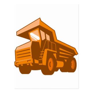 採鉱トラックの低い角度のレトロのスタイル ポストカード