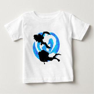 探検するべきスキューバ ベビーTシャツ