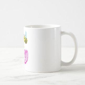 接吻される幸せな2蜂。 コーヒーマグカップ