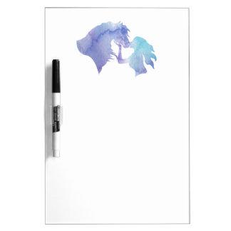 接吻される: 水彩画の馬および女の子のホワイトボード ホワイトボード