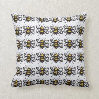 控え目な《昆虫》マルハナバチのクッション クッション
