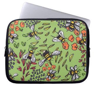 控え目な《昆虫》マルハナバチの花壇のラップトップスリーブ ラップトップスリーブ