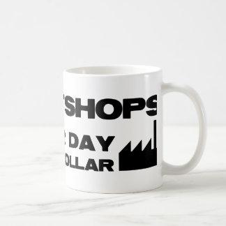 搾取工場。 別の日、別のドル コーヒーマグカップ
