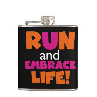 操業および容認の生命オレンジピンクの文字 フラスク