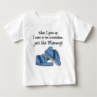 操業マラソンはちょうどお母さんを好みます ベビーTシャツ