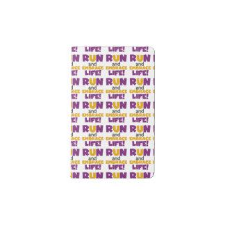 操業容認の生命紫色の黄色 ポケットMoleskineノートブック