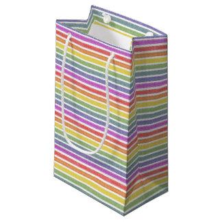 擦り切れたな虹のストライプなギフトバッグ スモールペーパーバッグ