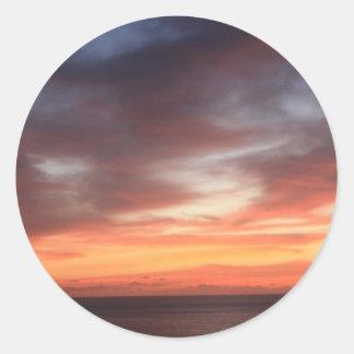 放射赤いおよびオレンジ日没の空 ラウンドシール