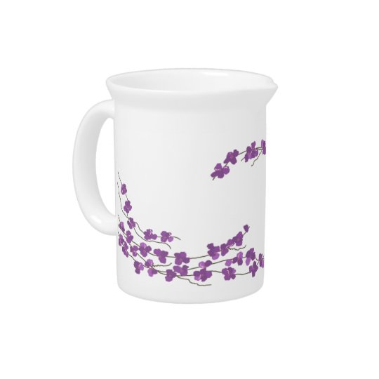 敏感な紫色の花 ピッチャー