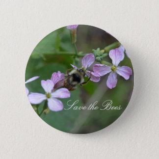 救って下さい蜂を….ラディッシュによってはボタンが開花します 5.7CM 丸型バッジ
