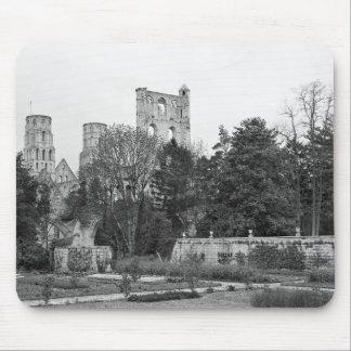 教会外面の眺め、c.1052-67 マウスパッド