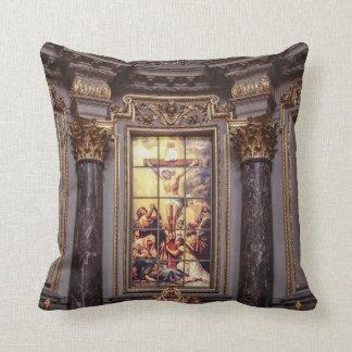 教会祭壇の祭壇の背後の飾りのglassart クッション