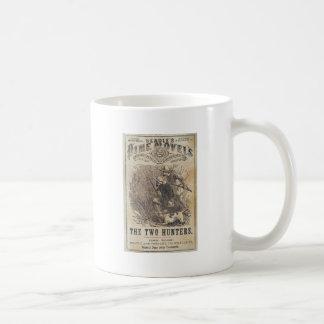 教区小役人の三文小説- 2人のハンター コーヒーマグカップ