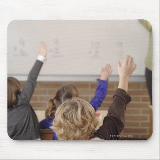 教室の学生 マウスパッド