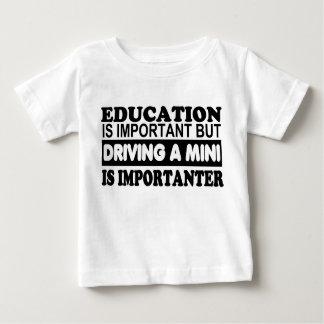 教育は重要運転しない小型を…であり ベビーTシャツ