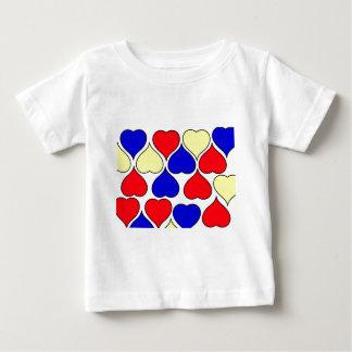 数々のなハート ベビーTシャツ