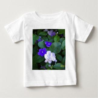 数々のなペチュニアの乳児T ベビーTシャツ
