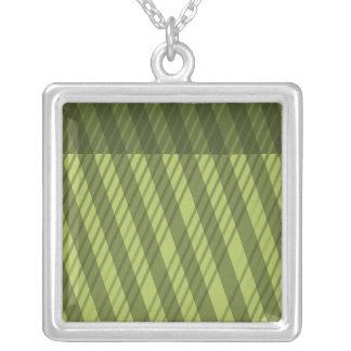 数々のな方向緑のストライプパターン シルバープレートネックレス