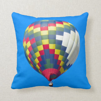 数々のな色の気球 クッション