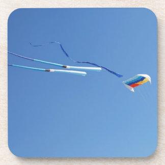 数々のな色の長い尾凧 コースター
