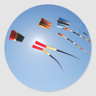 数々のな色の長い尾凧 ラウンドシール