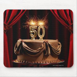 数を用いるステージのお誕生日ケーキ50本の蝋燭 マウスパッド