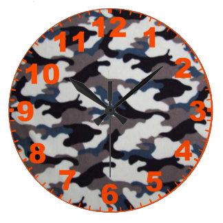 数を用いる灰色のカムフラージュの時計 ラージ壁時計