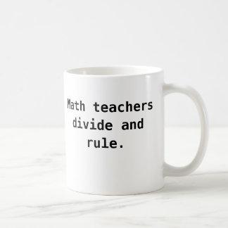 数学の教師のマグ-境界および規則のおもしろいなしゃれ コーヒーマグカップ