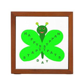 整頓されたパトリキウスの日の蝶机 ペンスタンド