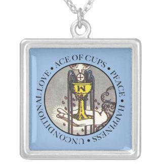 文字が付いているコップの正方形のネックレスのエース シルバープレートネックレス
