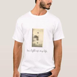 文字とのLightswitch Tシャツ