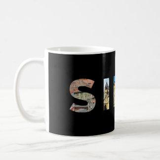 文字の記号のtraの中のシビウ都市ルーマニアの陸標 コーヒーマグカップ