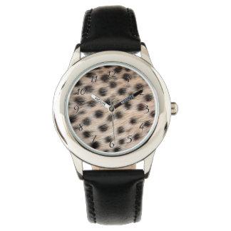 斑点を付けられたチータの毛皮または皮の質のテンプレートを黒くして下さい 腕時計