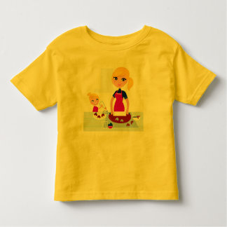料理の母との幼児のTシャツの黄色 トドラーTシャツ